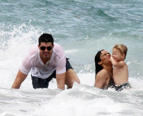 Robin Thicke on family holiday in the sea