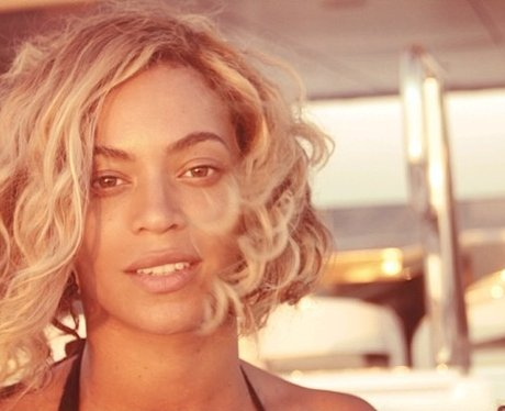 Beyonce goes make-up free during her Italian holiday