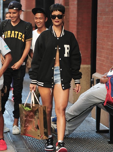 Rihanna wearing no bra
