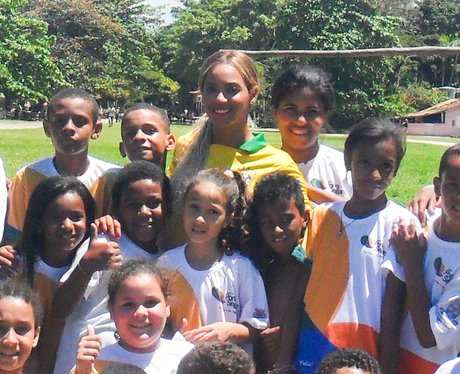 Beyonce with Brazilian children in Rio