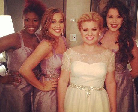 Kelly Clarkson in a wedding dress on The View