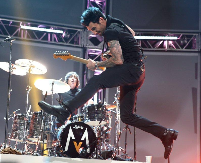 maroon 5 jumping