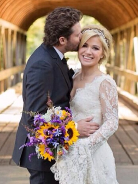 Kelly Clarkson at her wedding