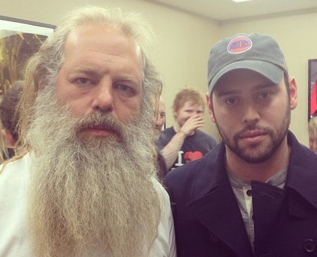 ed sheeran photobombs scooter braun and rick rubin