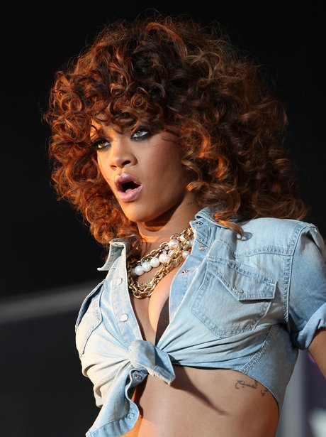 Rihanna sings live on stage