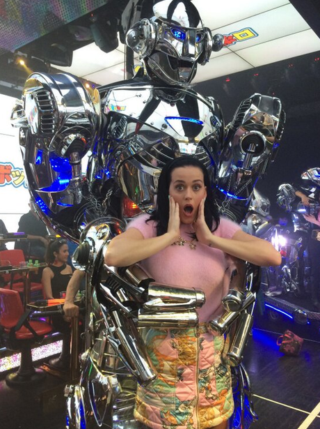 Katy Perry with a robot on Twitter