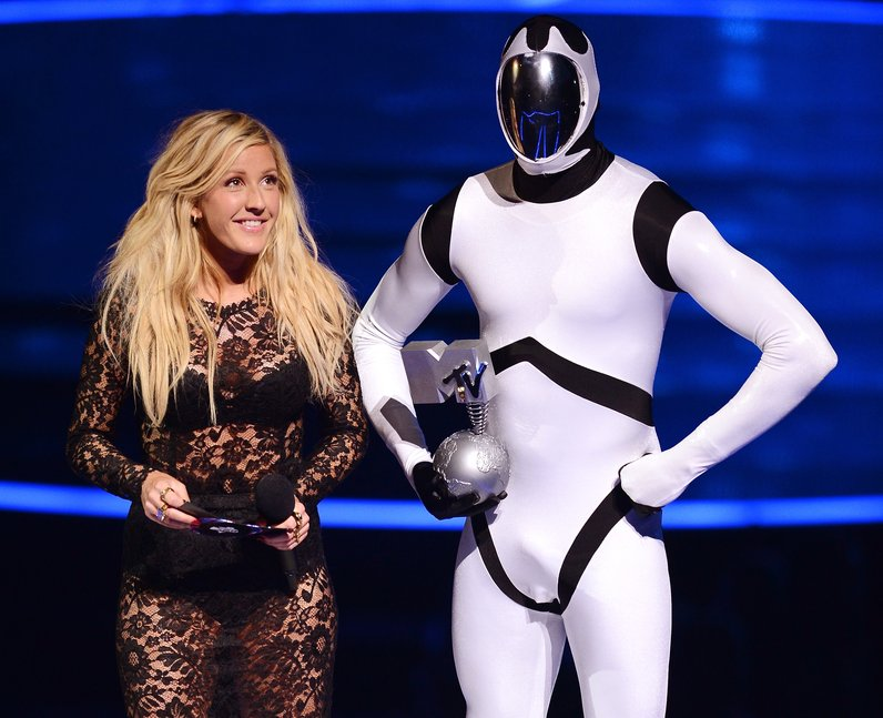 Ellie Goulding presents the 'Best Alternative' award at the MTV EMAs 2013