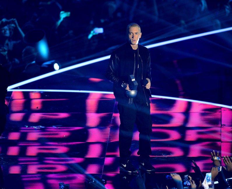 Eminem accepts the 'Best Hip Hop' award at the MTV EMAs 2013