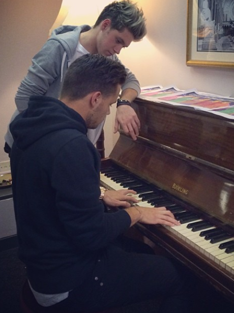 Liam Payne playing piano with Niall Horan