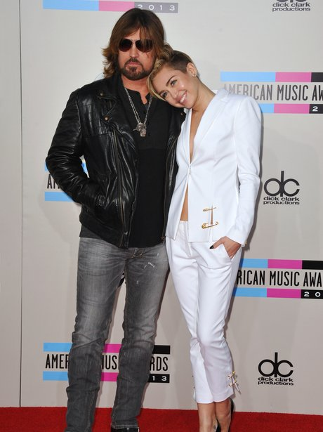 Miley Cyrus and Dad American Music Awards 2013 Red