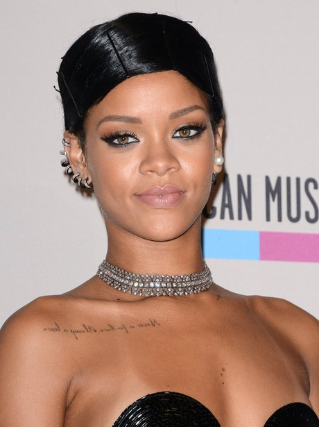 Rihanna American Music Awards 2013 Red Carpe