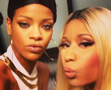 Rihanna and Nicki Minaj pose together