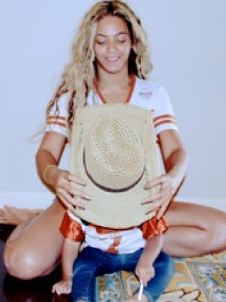 Beyonce And Blue Ivy share a new picture