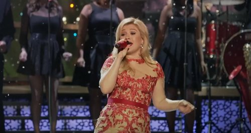 - Kelly Clarkson - 'Underneath The Tree' (Official Video) - Capital
