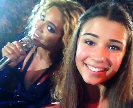 beyonce poses for a selfie with a fan