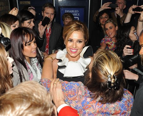 Cheryl Cole mobbed by fans