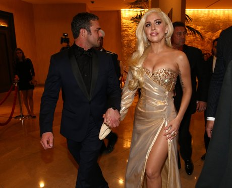 Lady Gaga and Taylor Kinney kissing at the Golden Globes 2014