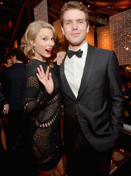 Tayloer Swift and her broth Austin at the Golden Globes