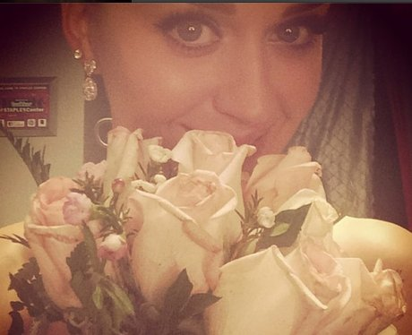Katy Perry with bouquet at the grammy awards