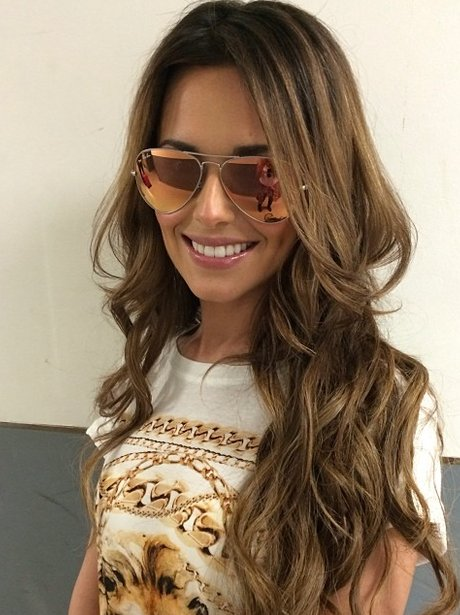 cheryl cole wearing sunglassas
