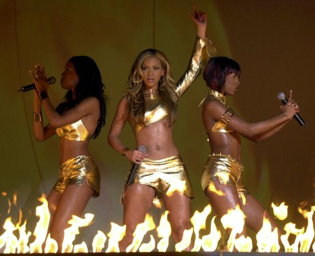 Destiny Child play at the BRITs 2001
