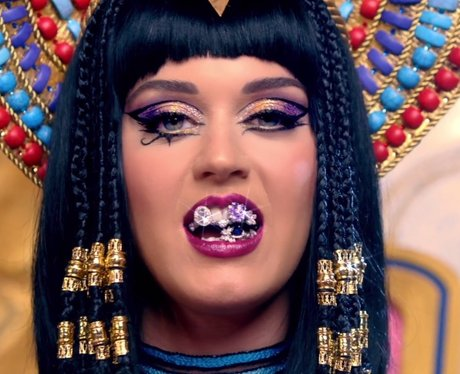 egyptian style hair 20 of katy perry s best hairstyles that ll make you want 5699 | katy perry dark horse music video teaser 1392368099 view 1