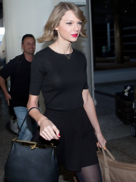 Taylor Swift shows off new short hair