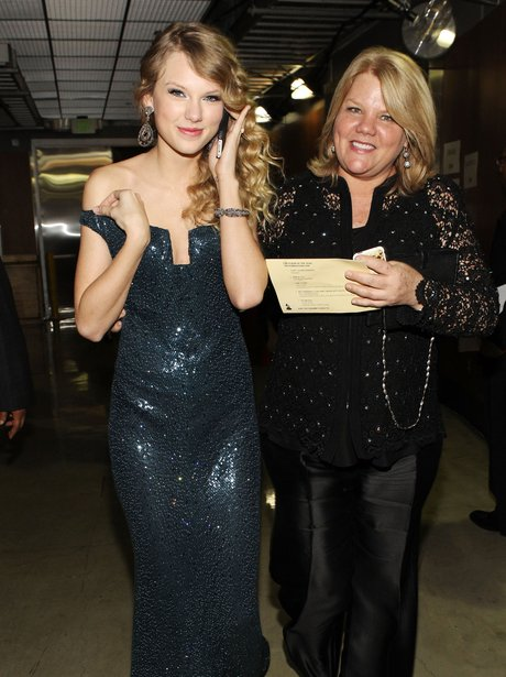 Taylor Swift and Mum
