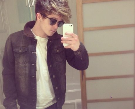 The Vamps star Connor Ball poses for a mirror selfie