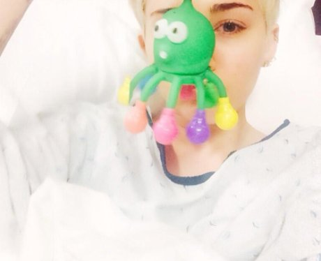 Miley Cyrus in hospital twitter