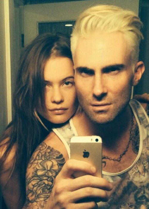 Maroon 5 S Adam Levine Reveals New Blonde Hair On Twitter Capital