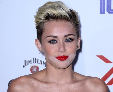 Miley Cyrus Make Up Malfunction