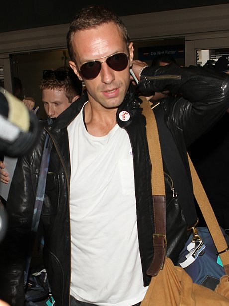 Chris Martin mobbed at the airport