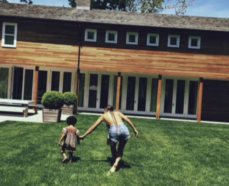 Beyonce running with blue ivy