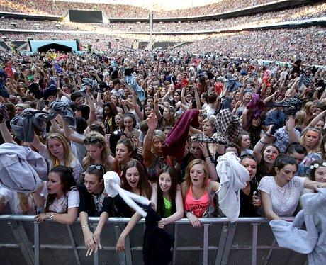 Ed Sheeran Summertime Ball Performance 2014 Crowd
