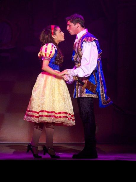Ariana Grande dressed as snow white