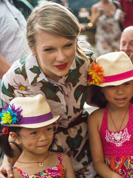 Taylor Swift with young fans