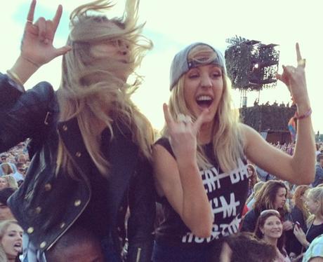 Ellie Goulding and Cara Delevingne rocking out
