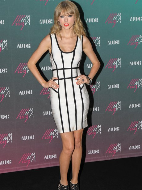Taylor Swift Flaunts Her Enviable Curves In This Body Con Monochrome Dress Capital