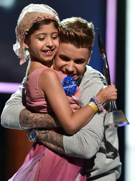 Justin Bieber with a yong fan