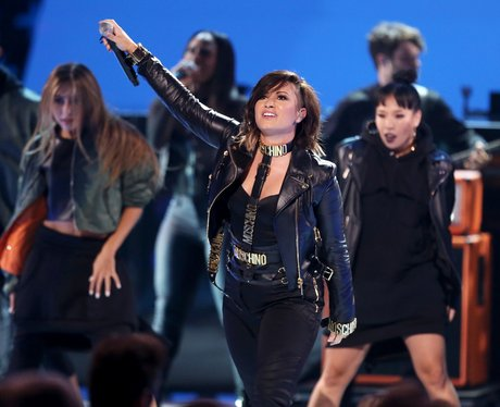 Demi Lovato performs at the Teen Choice Awards 201