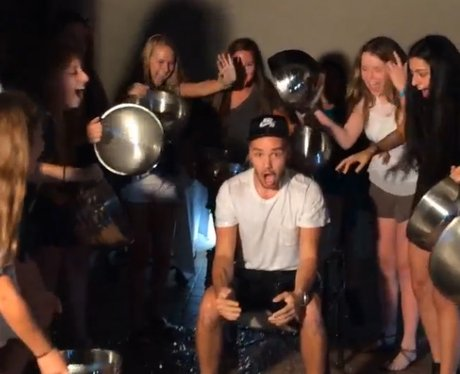 Liam Payne does ice bucket challenge