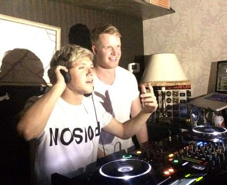 Niall Horan from One Direction DJs at Bar
