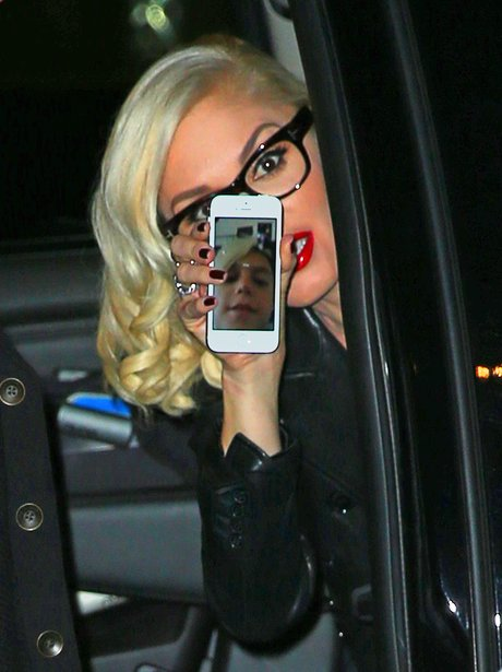 Gwen Stefani showing a picture of her son