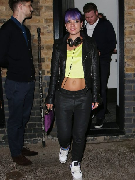 Lily Allen showing off her abs