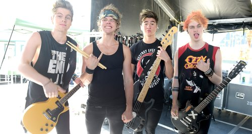Capital Unveils 5SOS Fans' FAVE Memories… By Projecting ... 5sos With Fans 2014