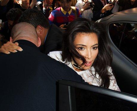 Kim Kardashian pushed by crowd