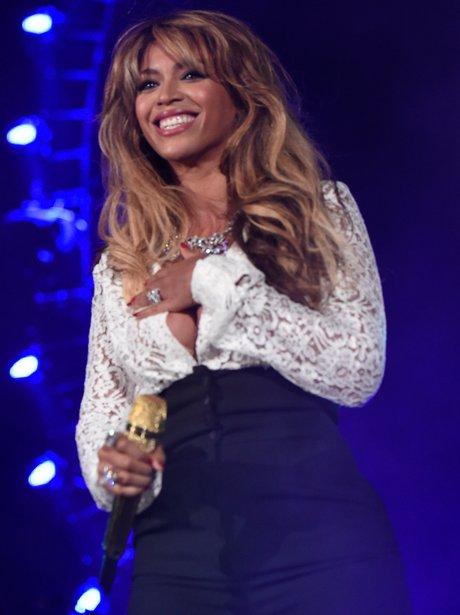 Beyonce suffers a wardrobe malfunciton