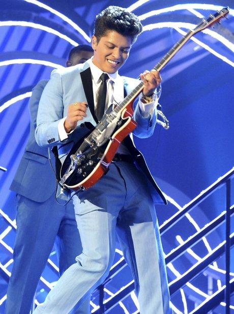 Bruno Mars VMA EMA's 2011
