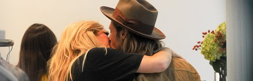 Ellie Goulding and Dougie Poynter kiss